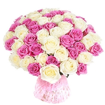 Букет из белых и розовых роз